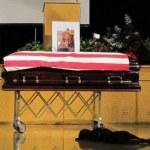 Hawkeye un labrador pleure son maître mort au combat en Afganistan